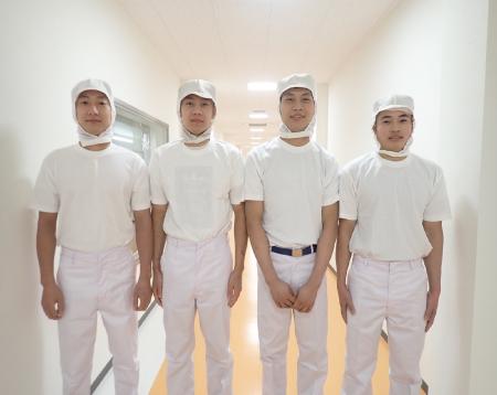 4人のベトナム技能実習生